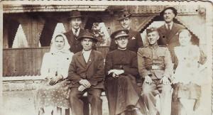 Pan farár Aurel Mihaliak a rodina Brišová